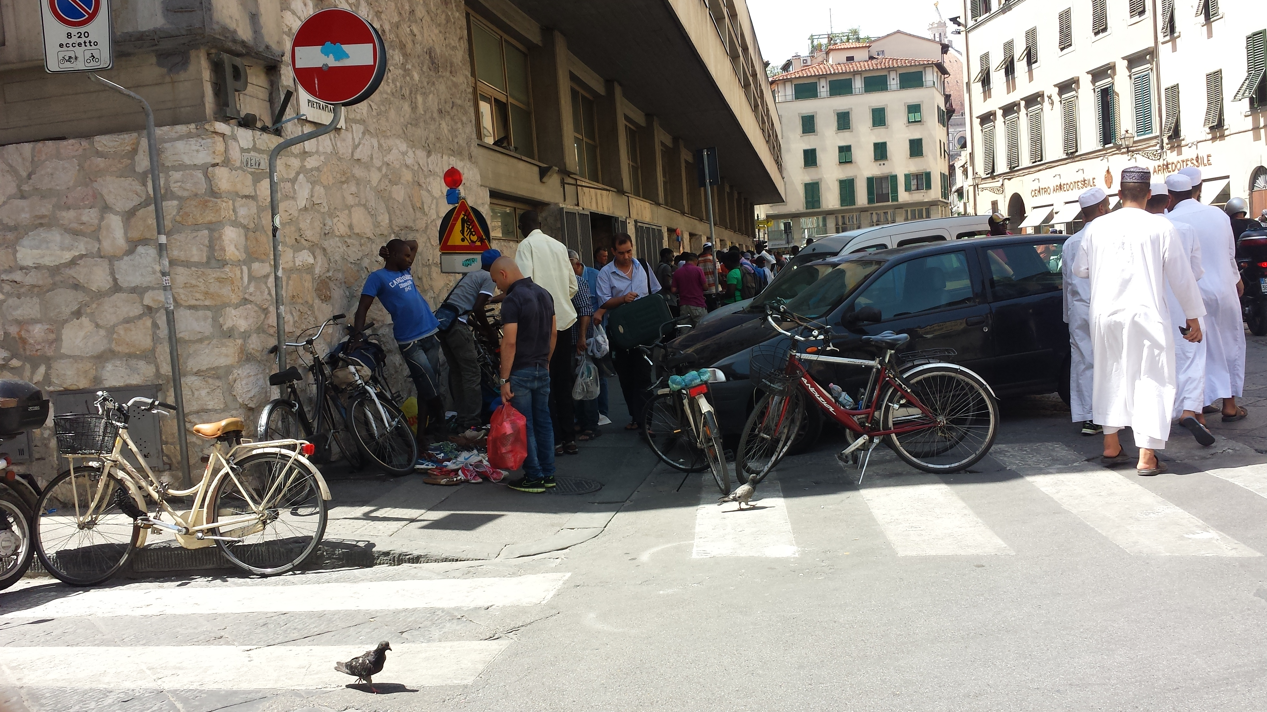 Venerdì Piazza A Lady Mercatini AbusiviIl Tocca Salvemini Radio ymn08NwvO